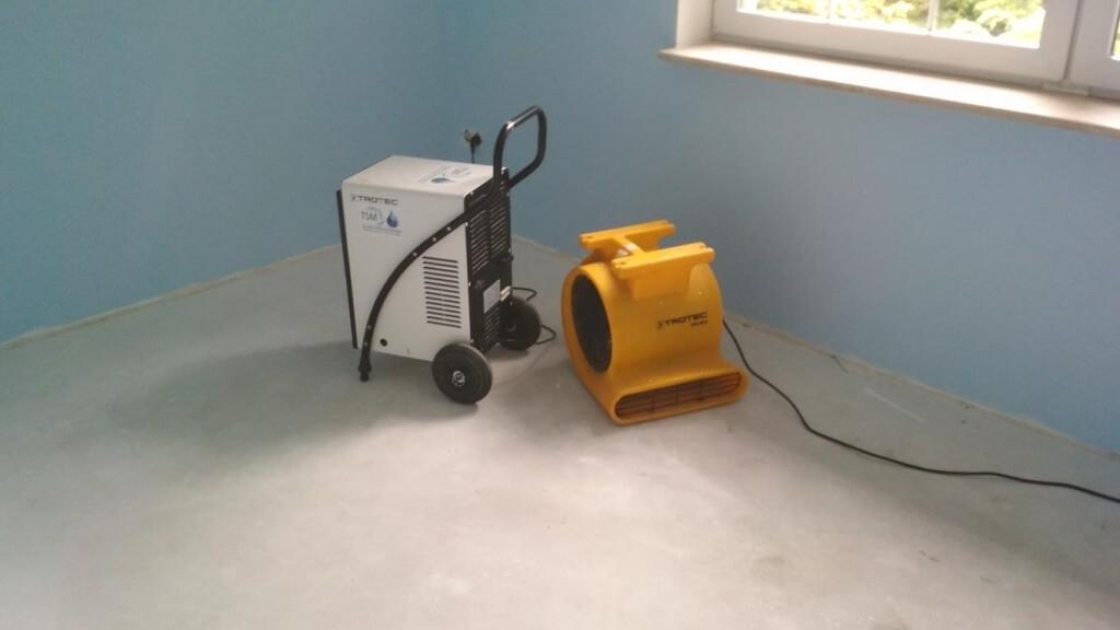 Wynajem osuszaczy Łódź - osuszanie powietrza w budynku po zalaniach i ze ścian pomieszczeń, usuwanie wilgoci poprzez nagrzewnice
